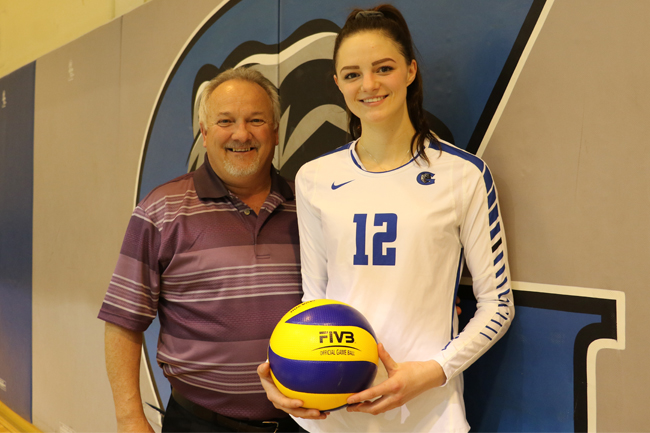 ALANDRIA CZERKAS COMMITS TO GRIZZLIES WOMEN'S VOLLEYBALL