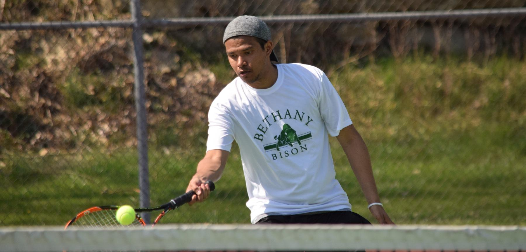 Men's Tennis Wins Fifth Straight