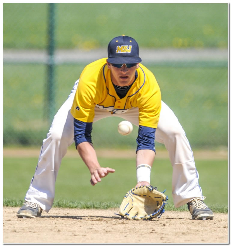 Lions' baseball team splits Sunday doubleheader at Franklin College