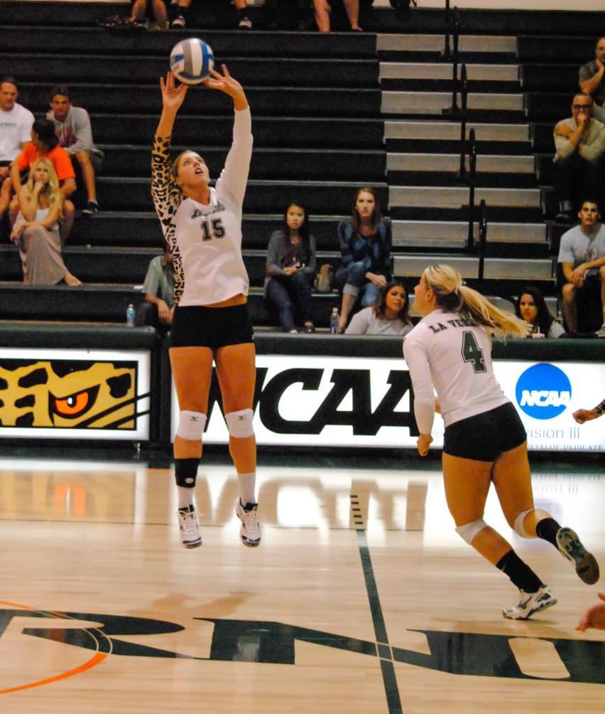 Kendall Kraiss (left) and Kayla Cribbs head to Brazil as members of the USA DIII Volleyball Team