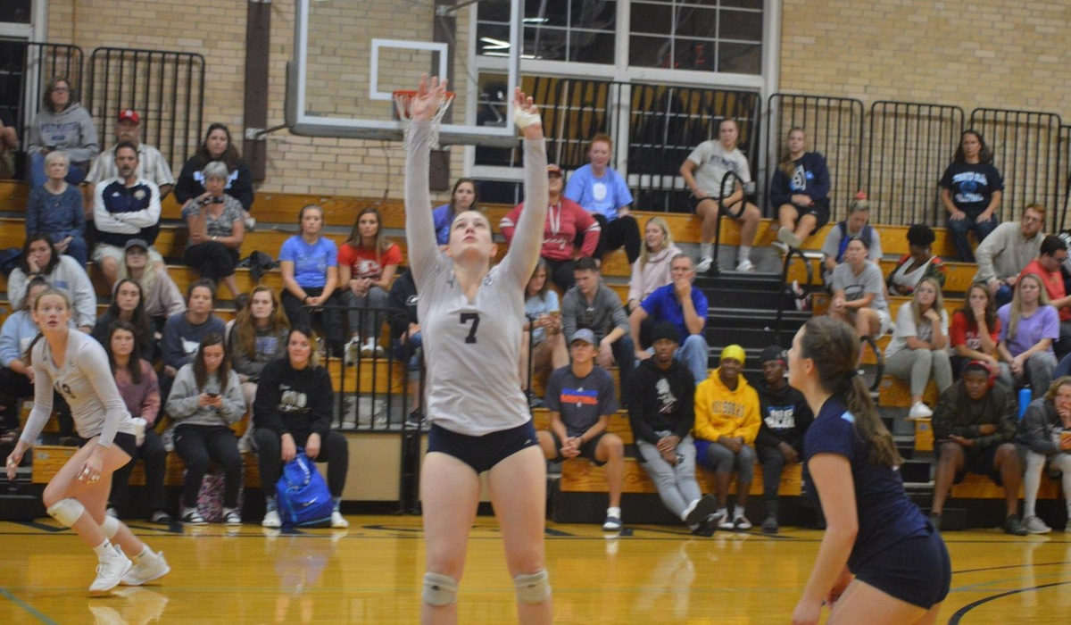 Westminster Volleyball Sweeps Eureka