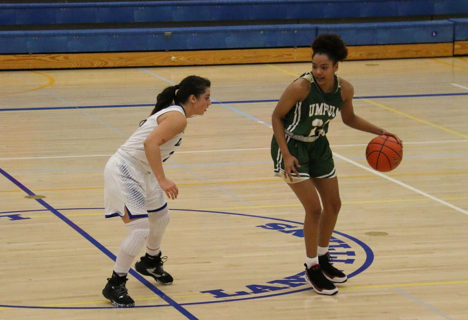 Umpqua Women Start Strong in Road Victory