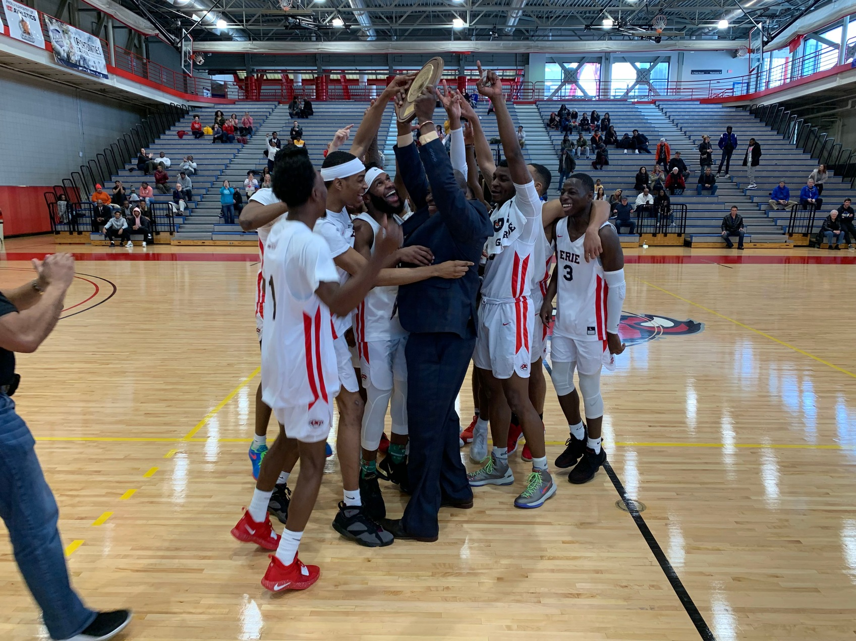 Men's Basketball Claims Region 3 Div. 2 Championship With Win Over NCCC
