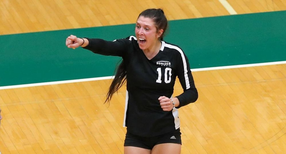 Volleyball Earns Five-Set Victory Over Green Bay