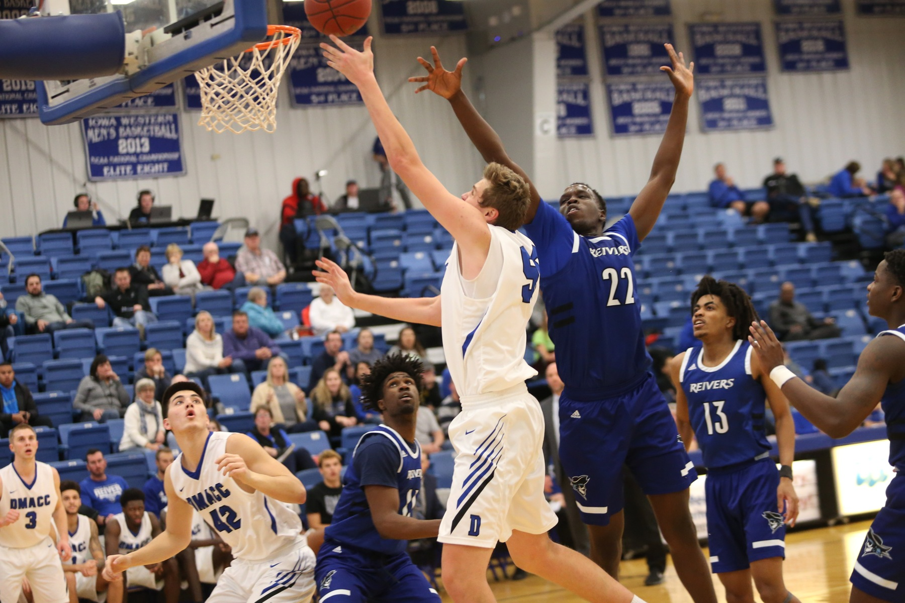 DMACC men's basketball team splits two games in Iowa Western Classic