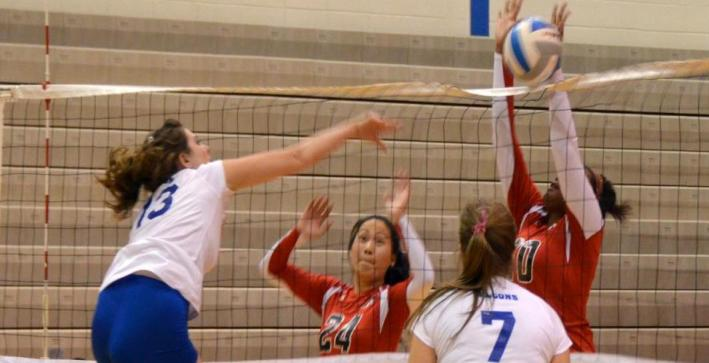 Volleyball captures first win of season; win three matches at Barker Classic