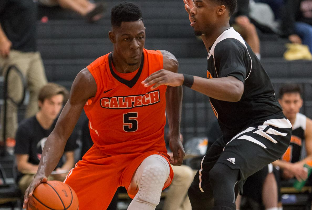 Men's Basketball Tops SCIAC Standings with Win at Oxy
