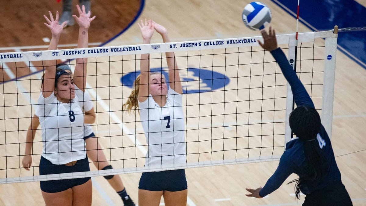 Women's Volleyball Opens Skyline Conference Play Falling To SJC Long Island