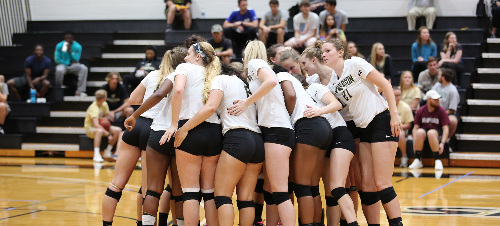 Volleyball Wraps up Regular Season with Five-Set Loss at Queens