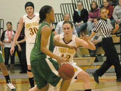 Ferris' Tricia Principe plays defense in the season finale at Wink Arena (Photo by Sandy Gholston)