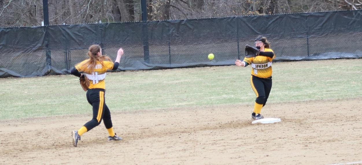 Hornet softball drops non-conference doubleheader to Middlebury
