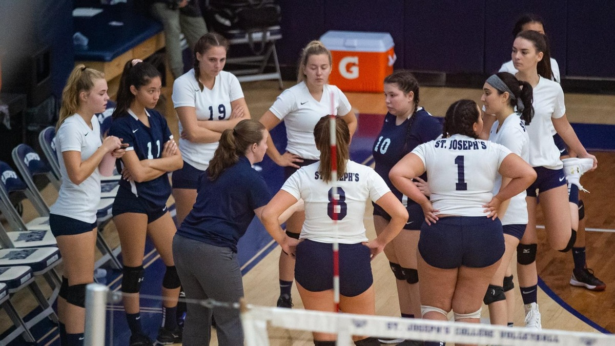 Women's Volleyball Streak Halted at Three by Mount Saint Vincent