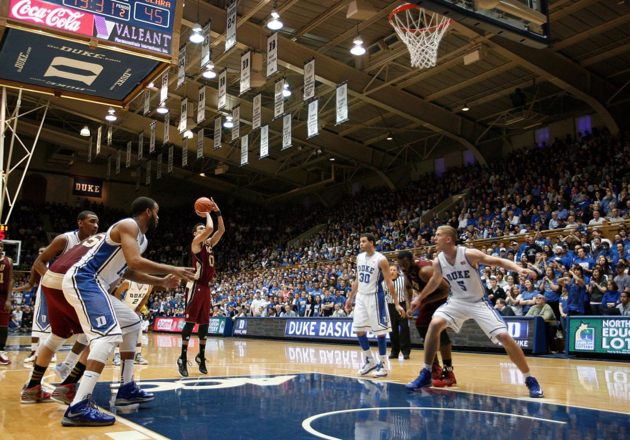 Evan Roquemore shoots a free throw at No. 1 Duke.