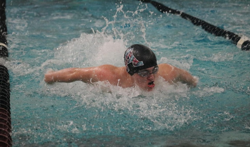 Swimmers Compete in MIAA Relays