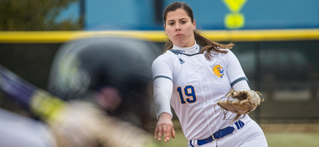 Softball Opens GNAC with Sweep of AMCATS
