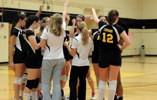 Women's Volleyball Battles to Five-Set Win