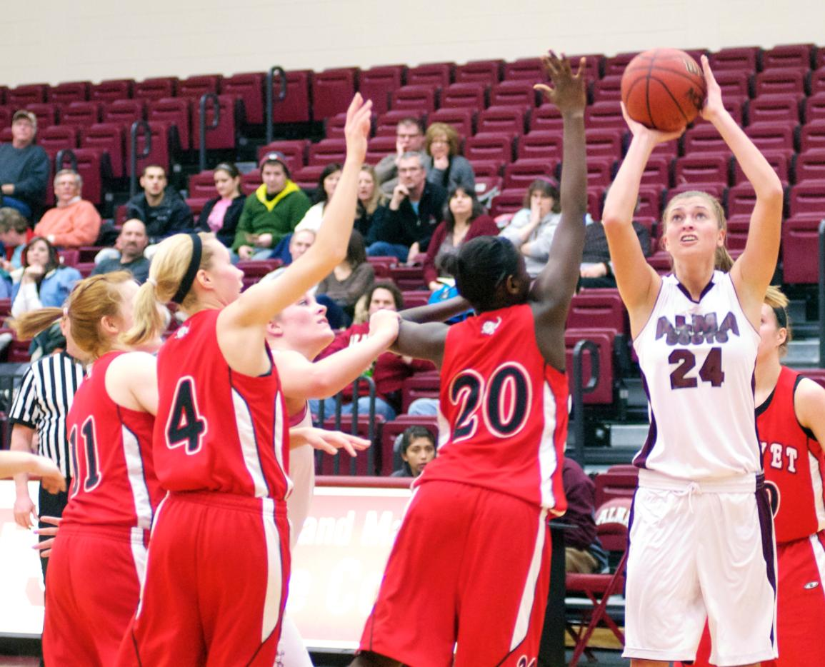 Scots Women's Basketball team opens up 2012-13 season with a loss against St. Mary's (Minn.)