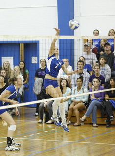 Wellesley Volleyball Sweeps Mount Holyoke