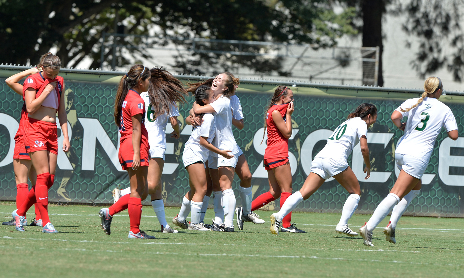 WOMEN'S SOCCER DEFEATS FRESNO STATE, 2-1, IN FINAL SECONDS OF OVERTIME