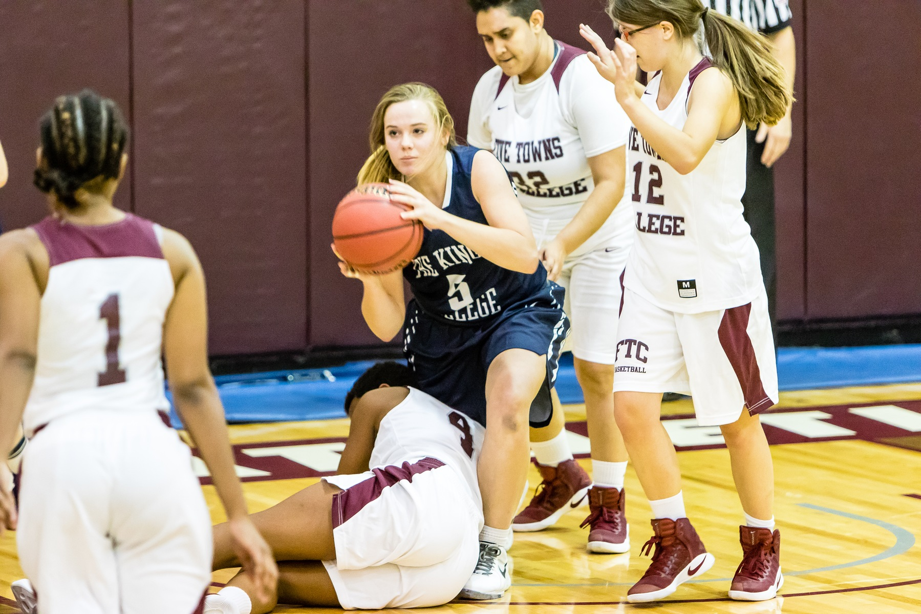 Women's Basketball Outlasted by Vaughn