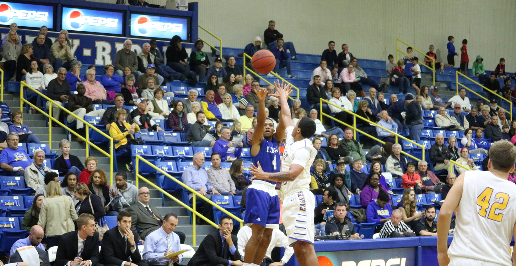 Men's Basketball Falls Short in Come-From-Behind Effort