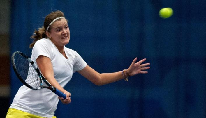 Women's Tennis Splits Weekend Matches on the Road