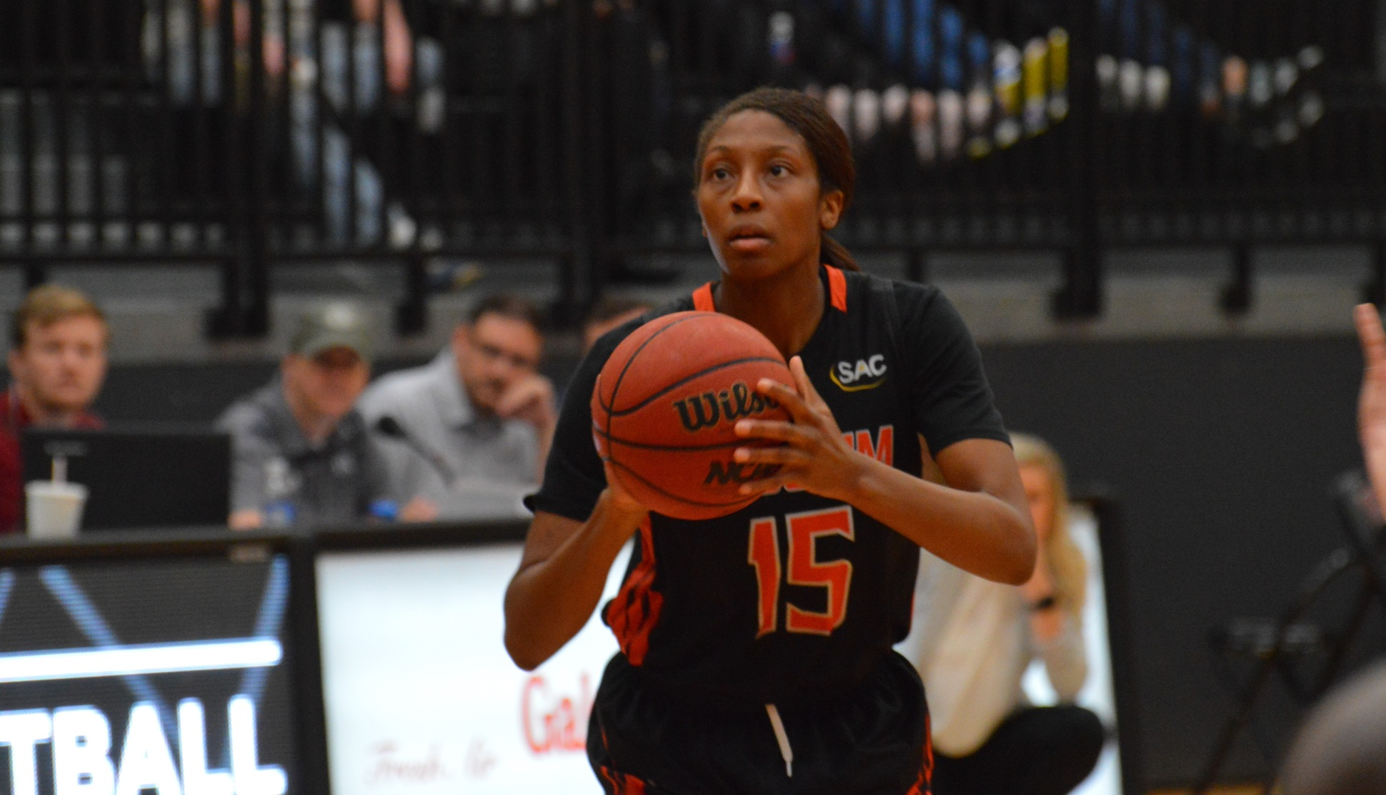 Pioneers hit 12 threes in 66-45 win at Lenoir-Rhyne