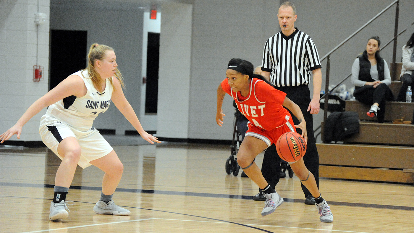 Women's basketball team falls at Saint Mary's, 60-50