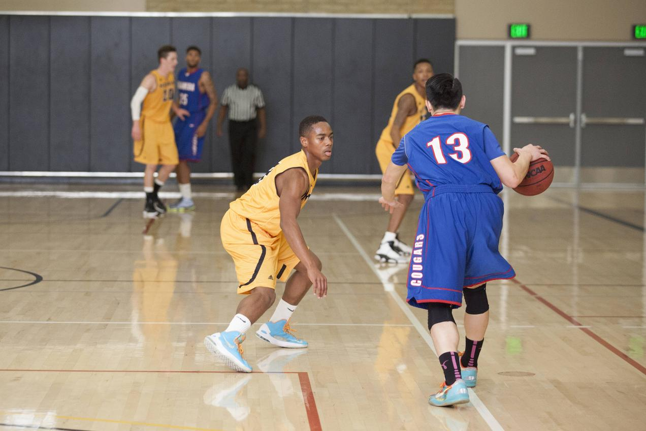 Davis' Clutch Free Throws Lead Mariners to Victory over Mendocino College