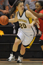 Michelle Kurowskie scored 17 points for the Retrievers