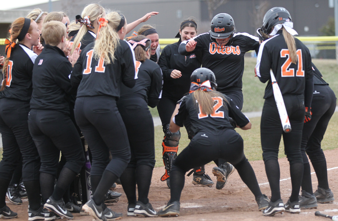 Oilers Trounce Tiffin In Doubleheader Sweep