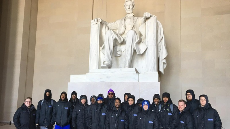 Men's Basketball Visits Monuments in Nation's Capital