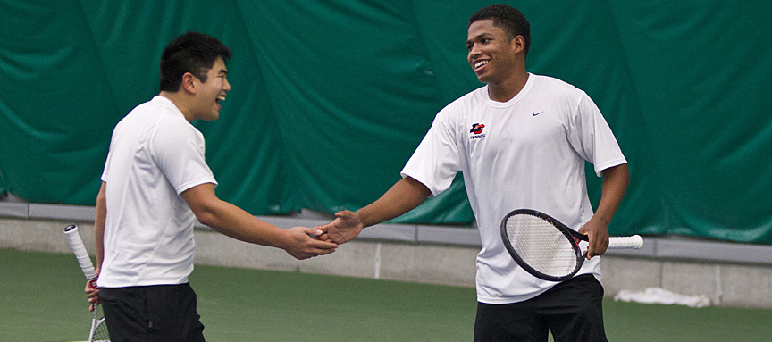 Men's Tennis Cruises Past Willamette 7-2