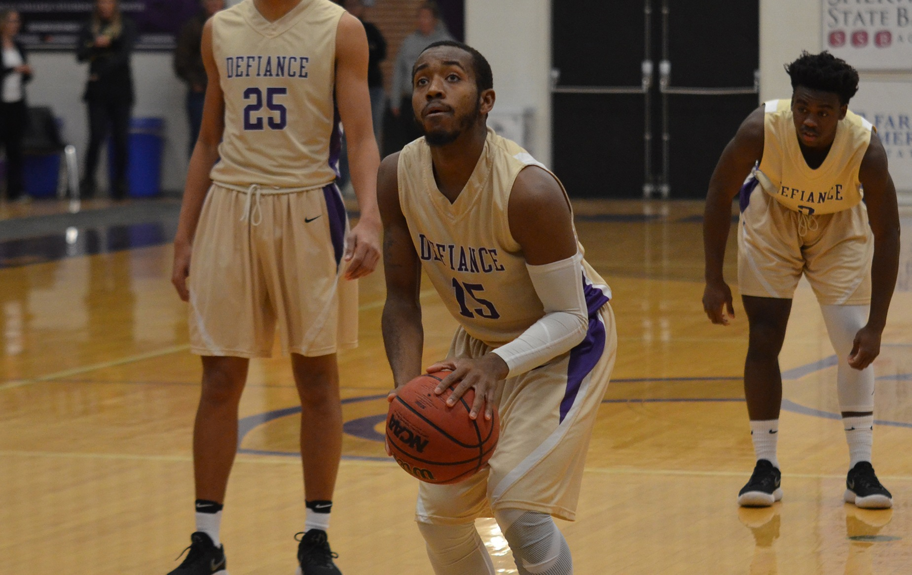 Yellow Jackets Fall in Conference Action at Bluffton