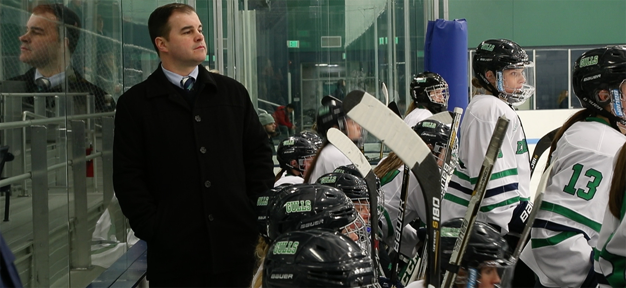 Andy McPhee coaching on Endicott's bench.