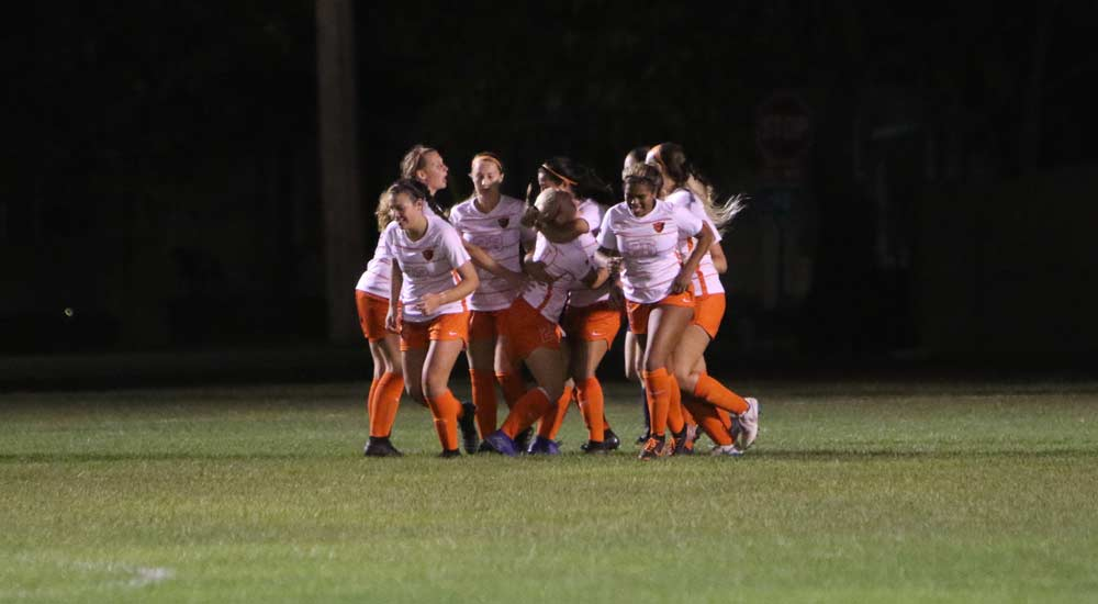 Women's soccer stays undefeated in SLIAC play with win at MacMurray