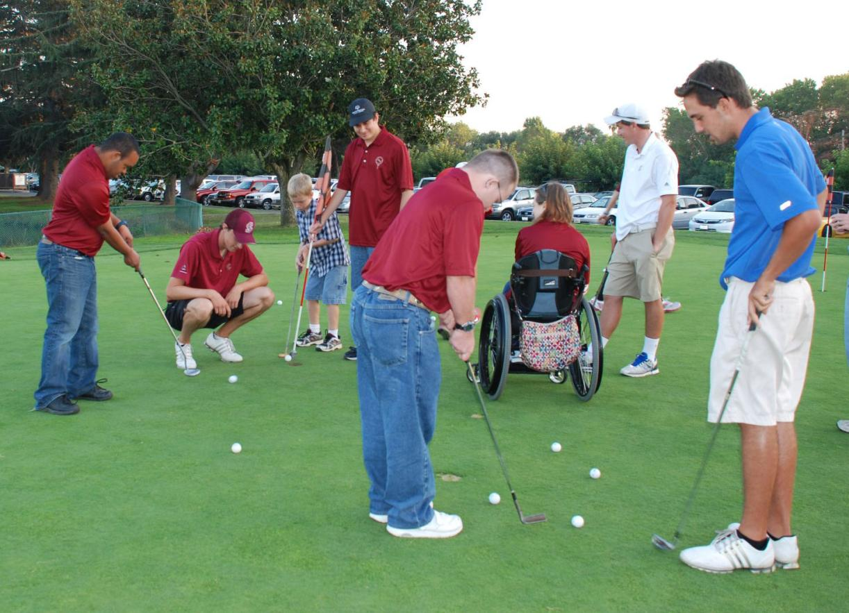 Bronco Golf Lends a Hand, Volunteering with The College of Adaptive Arts