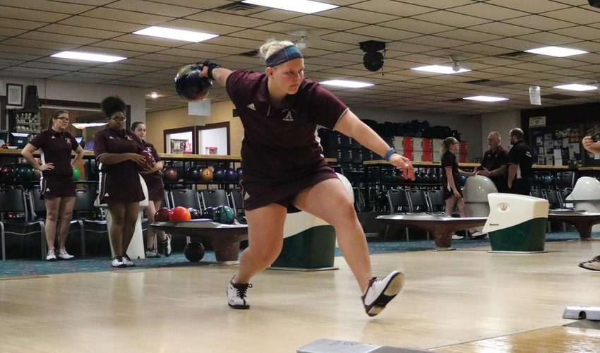 Bowling Takes Part in Orange and Black Tournament
