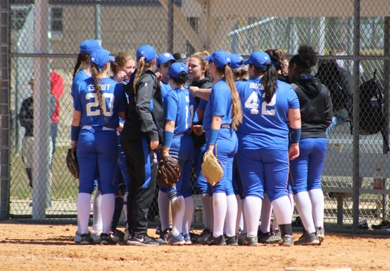 SOFTBALL STAYS HOT WITH LASELL SWEEP, 8-0/7-1