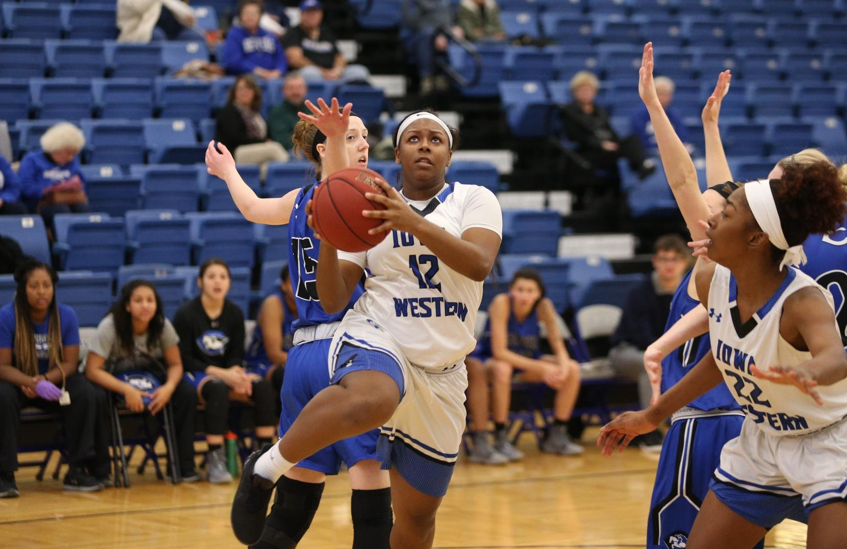 Azaria Floyd came up in the win over Marshalltown filling the stat sheet with 15 points, 4 rebounds and 3 assists.