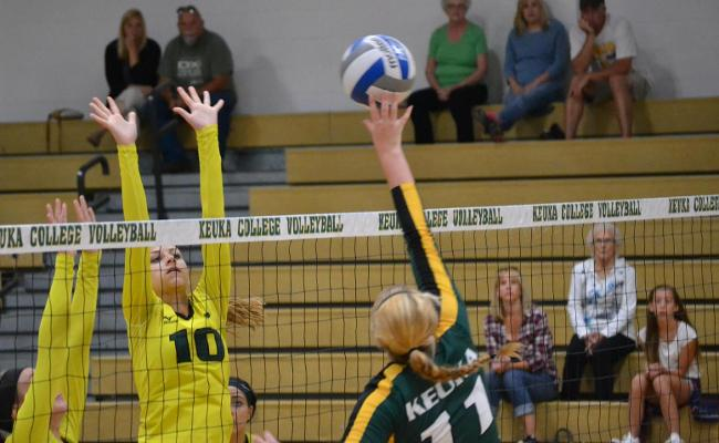 Women's Volleyball Cruises to Conference Victory