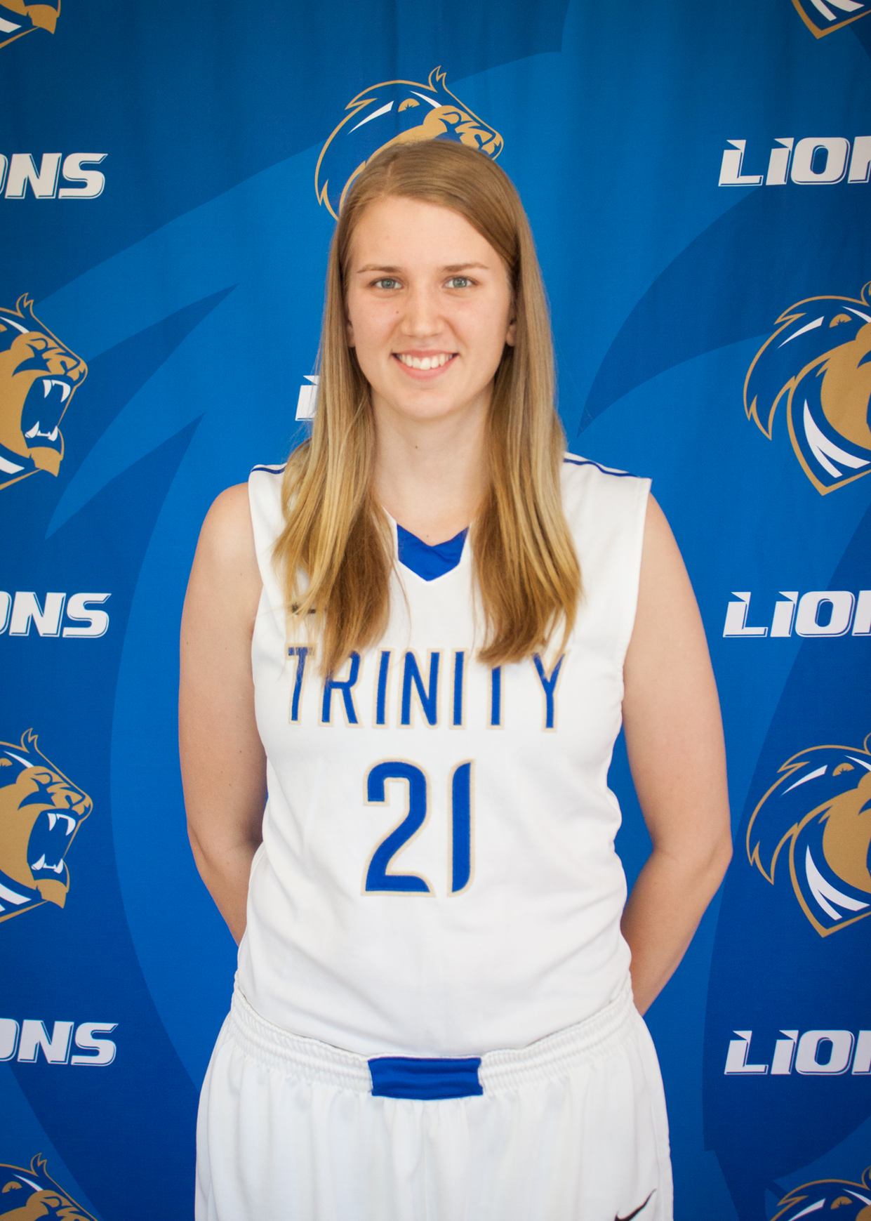 Rebecca Olsson Ties Record in Lions WBB Win