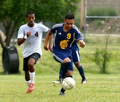 Sophomore Victor Lujan speeds down the field against Garden City on Tuesday at Los Niños. (photo-Matt Young)