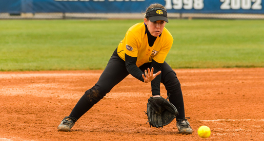 Softball drops twinbill at Lipscomb
