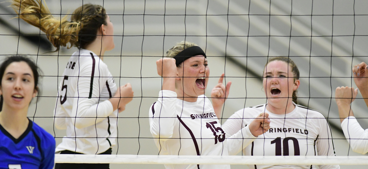 Women's Volleyball Rallies Past Wellesley For Five-Set Triumph