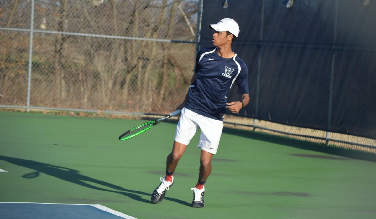 Westminster Men's Tennis Narrowly Defeats Fontbonne
