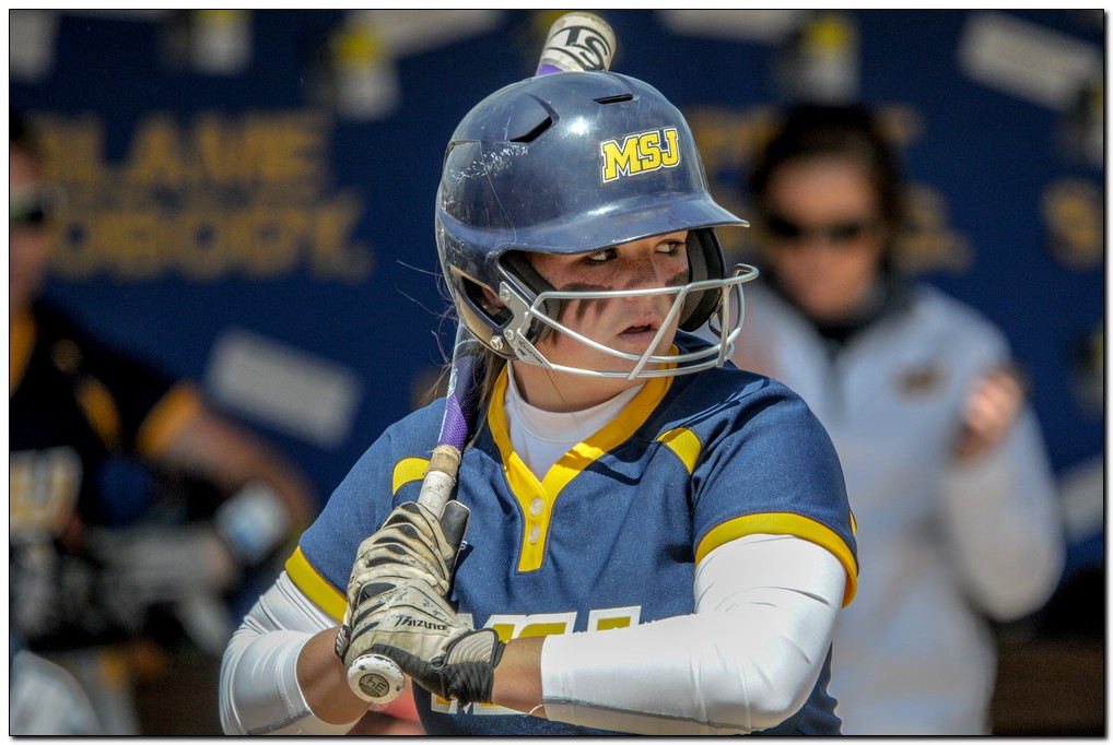 Softball continues winning ways with sweep of Centre