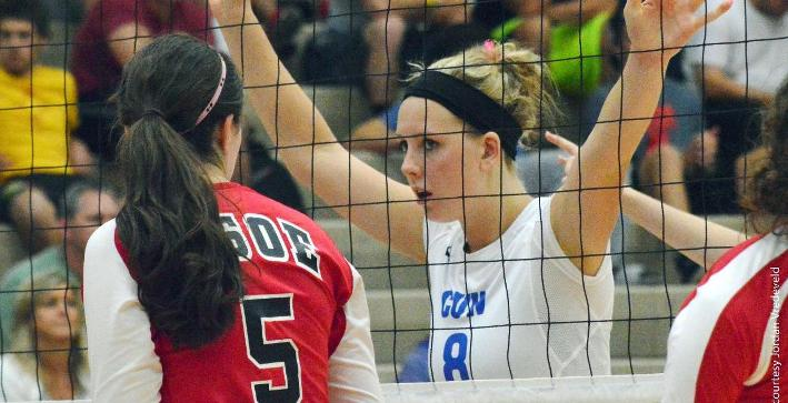 Volleyball sweeps Alverno in home NACC match