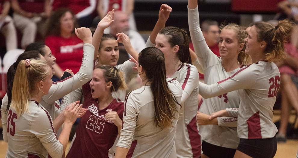 Santa Clara hit better than .300 in consecutive matches for the first time in three seasons on Friday.