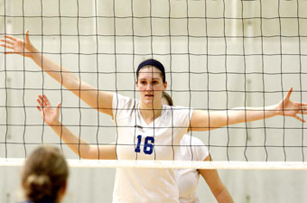 Volleyball rallies for 3-2 win over Endicott